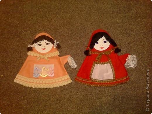 Муз.работник в садике, куда я вожу дочку, попросила сшить для всех девочек в группе куколок-матрешек на руку. Всего девчонок в группе 13, ну и моя Алинка затребовала себе одну матрешку, так что всего я сшила 14 штук.  фото 7