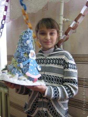 Все началось вот с этой елки, мы ее с Настей делали для детского сада... Но и пошло , поехало. И таких елочек появилось очень много.. Это не все... фото 2