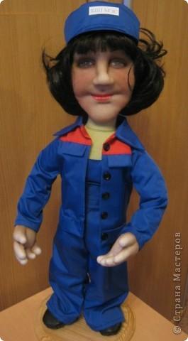 Попросили сделать женщину энергетика. Это уже вторая моя кукла этой профессии, но к большому моему сожалению, я забыла сфотографировать первую. фото 2