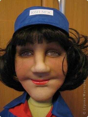 Попросили сделать женщину энергетика. Это уже вторая моя кукла этой профессии, но к большому моему сожалению, я забыла сфотографировать первую. фото 1