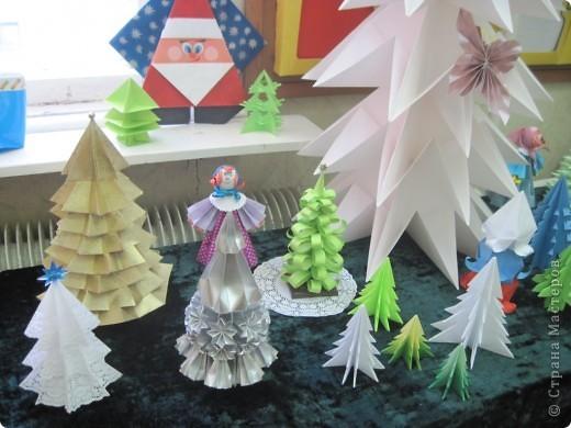 Как обещала, выставляю фотографии с выставки Маши Калистратовой. Маше 10 лет и это её первая выставка по оригами. На выставке представлены в основном разные модели ёлок. Но здесь есть и ангелочек, и куклы, и игрушки на ёлку. Приятного просмотра! Маша ждёт оценки и комментариев! фото 4