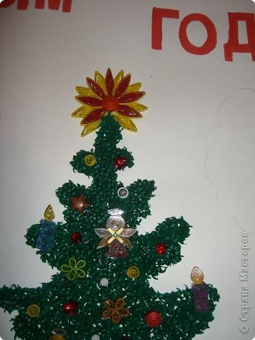 елка -торцевание, игрушки - квиллинг Дед мороз и снегурка- рисовали, вырезали и клеили на двусторонний скотч, получились выпуклые зайчики взяты с сайта- квиллинг  фото 3