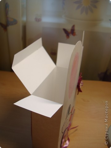 Сейчас продается много красивой упаковочной бумаги.Обычно я так и поступала.Заворачивала в бумагу привязывала бантик и готово.Но захотелось попробовать другой вариант.И вот он перед вами. фото 7