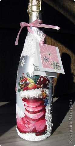 """Бутылка закрашена аэрозолем серебряным, картинка-салфетка, """"снег"""" -текстурная акриловая паста. Открытка -основа -дизайнерский картон, дырокольные снежинки, контуры. фото 3"""