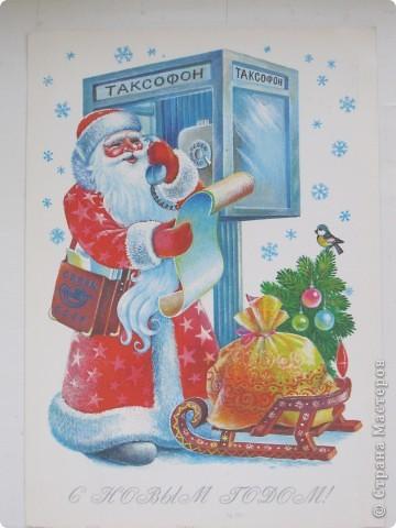 Сегодня хочу показать подборку открыток с советской символикой. Смотрю сейчас на них и вспоминаю, что получать такие раньше нам не очень нравилось. Хотелось чего-то нарядного, с шариками-шишечками-фонариками. Золотом и блестками. Сейчас только такие открытки и продают, но теперь они все какие-то однотипные, а в этих старых открытках вся жизнь нашей страны, поэтому с удовольствием и ностальгией пересматриваем их в преддверии новогодних праздников.   Эта открытка 1978 г. Художник Б. Столяров.  фото 6