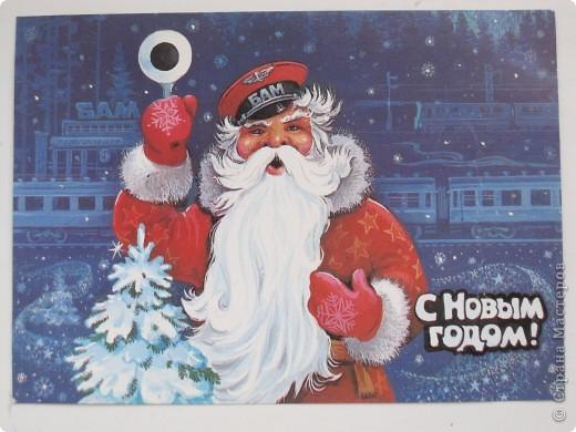 Сегодня хочу показать подборку открыток с советской символикой. Смотрю сейчас на них и вспоминаю, что получать такие раньше нам не очень нравилось. Хотелось чего-то нарядного, с шариками-шишечками-фонариками. Золотом и блестками. Сейчас только такие открытки и продают, но теперь они все какие-то однотипные, а в этих старых открытках вся жизнь нашей страны, поэтому с удовольствием и ностальгией пересматриваем их в преддверии новогодних праздников.   Эта открытка 1978 г. Художник Б. Столяров.  фото 12