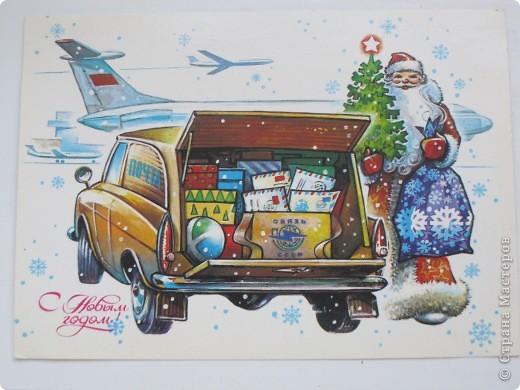 Сегодня хочу показать подборку открыток с советской символикой. Смотрю сейчас на них и вспоминаю, что получать такие раньше нам не очень нравилось. Хотелось чего-то нарядного, с шариками-шишечками-фонариками. Золотом и блестками. Сейчас только такие открытки и продают, но теперь они все какие-то однотипные, а в этих старых открытках вся жизнь нашей страны, поэтому с удовольствием и ностальгией пересматриваем их в преддверии новогодних праздников.   Эта открытка 1978 г. Художник Б. Столяров.  фото 9