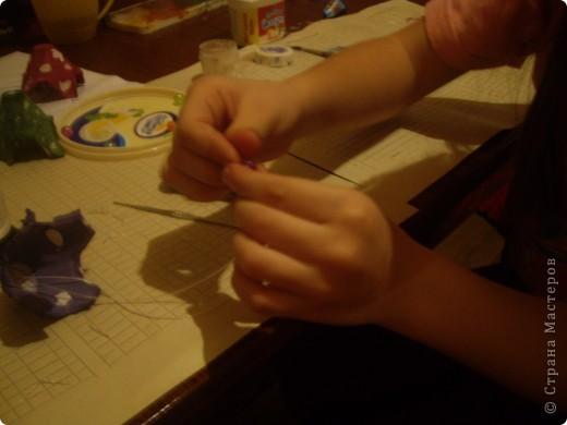 Вот такую гирлянду мы с Настей сделали из упаковки из-под яиц. фото 9