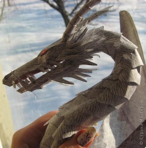 около недели вырезала запчасти - их приблизительно 300 а потом примерно столько же клеяла...уже даже хотела бросить, но потом всетаки дожала дракона до конца! фото 2