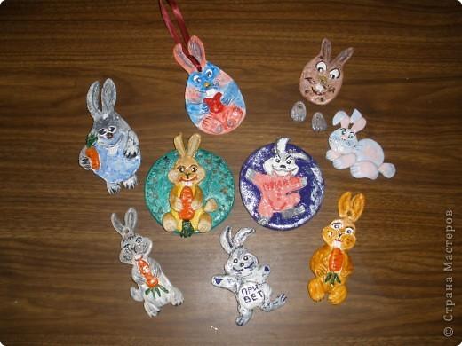 Слеплены зайцы -кролики еще в ноябре, но сначала не решилась выпускать их. А потом подумала, что и мои зайцы имеют права жить в этой стране. Лепила по памяти с картинок Инета. Все уже раздарены.