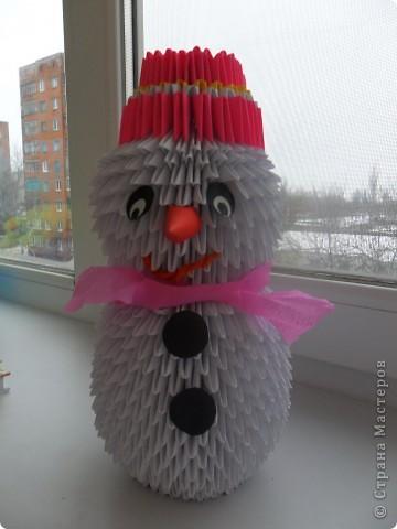 Села мне на рукавицу белая снежинка. И нахохлила,как птица, ледяную спинку. Замерла тихонько я,чтоб не улетела. Скоро варежка моя станет белой-белой....  Вот такое снежное было у меня настроение))) Снежинками планирую украсить новогоднюю ёлку.Вот думаю-может их лаком вскрыть,чтоб не на один Новый год их хватило...Дорогие мастерицы,подскажите пожалуйста!!! Может кто-то посоветует хороший лак, чтоб и высох быстро,и без запаха))) фото 8