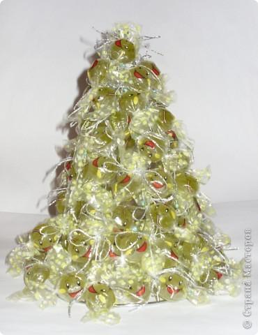 Покупка в хозяйственном отделе послужит основой для сладкой елочки. фото 6