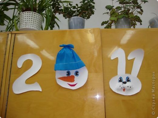 В школе был объявлен конкурс на лучшее оформление к Новому году. Мы решили, что все сделаем своими руками и ничего покупного вешать не будем. фото 14