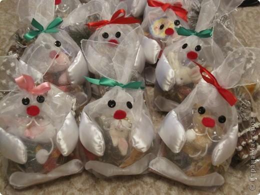 Для детишек нашей группы в школе развития сшила подарочные мешочки для конфет.  Мешочек из очень жесткой органзы. фото 1