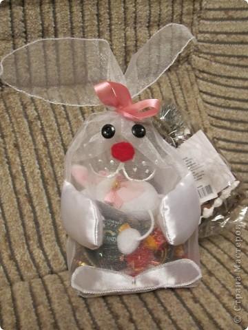 Для детишек нашей группы в школе развития сшила подарочные мешочки для конфет.  Мешочек из очень жесткой органзы. фото 3