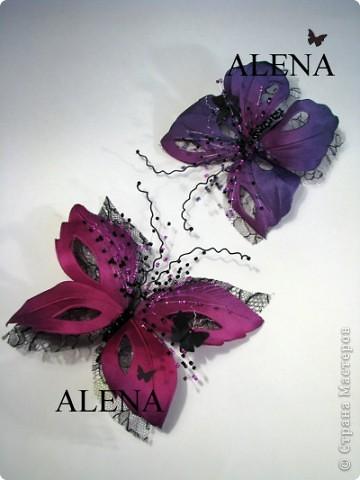 """Изготовление цветов из ткани очень увлекательный и затягивающий процесс. Подбор ткани для цветов, подбор аксессуаров, украшений из камней, бисера и перьев, крашение ткани, обработка лепестков и листьев, ну и конечно же сборка цветов - каждый этап работы по-своему важен и интересен. Создавая цветы, я порой забываю что пропустила обед, а иногда уйдя в работу не помню какое  сегодня число и сколько сейчас времени...   Но когда по прошествии нескольких часов работы,  держишь в руках готовую работу - цветок созданный своими руками, все остальное уходит на второй план. Брошь-цветок для костюма, цветок из ткани на платье, цветок в прическу, корсаж из цветов на руку, бутоньерки, шляпки, ободки и всевозможные интерьерные цветы - какой бы это ни был цветок главное что он сделан с душой.  Мой сайт вы легко найдете, набрав в любом поисковике """"цветы Алёны Абрамовой"""".  Некоторые работы:  фото 10"""