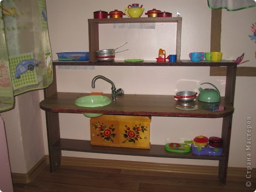 Вот такую небольшую кухню сделали деткам в детском саду.Детки просто в восторге. фото 1
