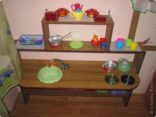 Вот такую небольшую кухню сделали деткам в детском саду.Детки просто в восторге. фото 2