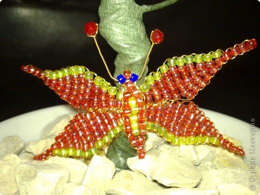 Бисероплетение чветы в корзине на камнях в стеклянных банках со многими украшениями Бисер фото 8.