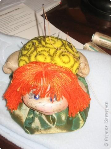 Сшив 2 кукол стало понятно, что, во первых, пока не повторю все, что нравится - не успокоюсь, а во вторых без игольницы я рано или поздно наглотаюсь булавок.  Спасибо Ликме! фото 1
