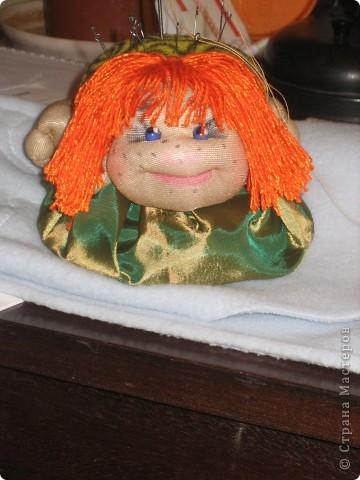 Сшив 2 кукол стало понятно, что, во первых, пока не повторю все, что нравится - не успокоюсь, а во вторых без игольницы я рано или поздно наглотаюсь булавок.  Спасибо Ликме! фото 2