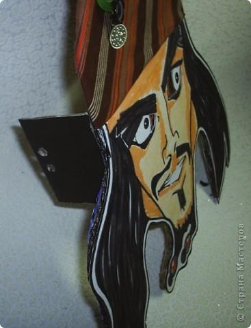 Вот такая плоская маска для сына на скорую руку получилась. Фломастеры, цветные карандаши , ткань пару пуговиц. фото 2