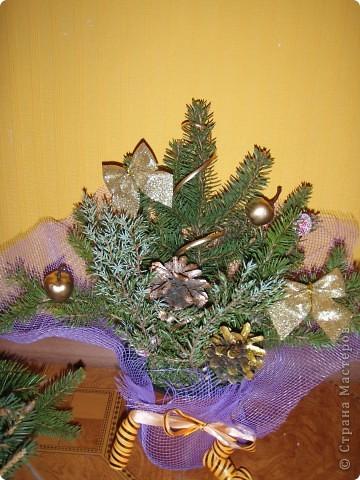Вот такие веночки сделали я и мои друзья. Это рождественский венок на боьшой обеденный стол (или можно на камин). фото 2