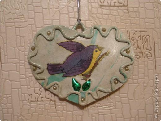 Для панно слишком громко. Но кухню украшает. Птичка-фрагмент салфетки. Думаю, что со временем вместо птички будут цветочки.