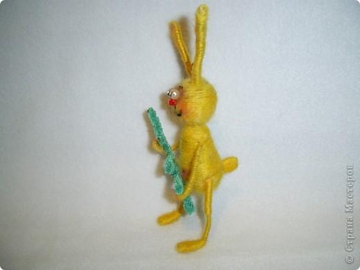 В этом году, это наверное, последние намотанные из ниток игрушки, вот захотелось чтобы они были праздничными.  получились два зайца)))) фото 7