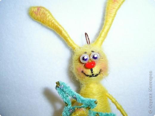 В этом году, это наверное, последние намотанные из ниток игрушки, вот захотелось чтобы они были праздничными.  получились два зайца)))) фото 9