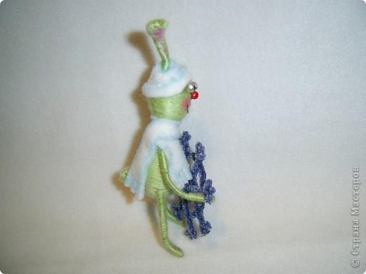 В этом году, это наверное, последние намотанные из ниток игрушки, вот захотелось чтобы они были праздничными.  получились два зайца)))) фото 3