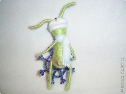 В этом году, это наверное, последние намотанные из ниток игрушки, вот захотелось чтобы они были праздничными.  получились два зайца)))) фото 4