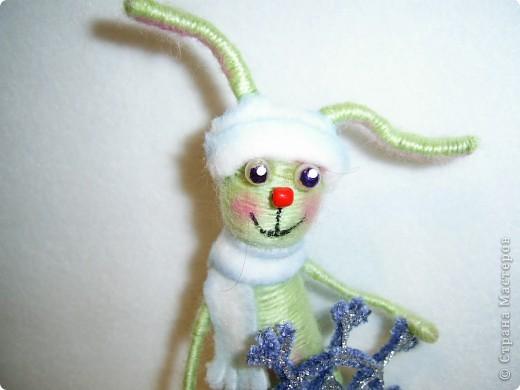 В этом году, это наверное, последние намотанные из ниток игрушки, вот захотелось чтобы они были праздничными.  получились два зайца)))) фото 5