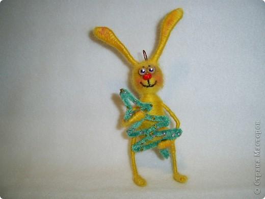 В этом году, это наверное, последние намотанные из ниток игрушки, вот захотелось чтобы они были праздничными.  получились два зайца)))) фото 6