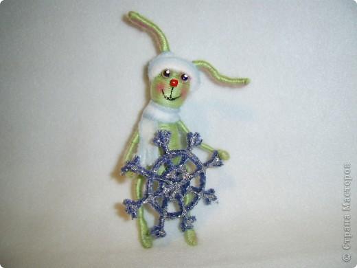 В этом году, это наверное, последние намотанные из ниток игрушки, вот захотелось чтобы они были праздничными.  получились два зайца)))) фото 2
