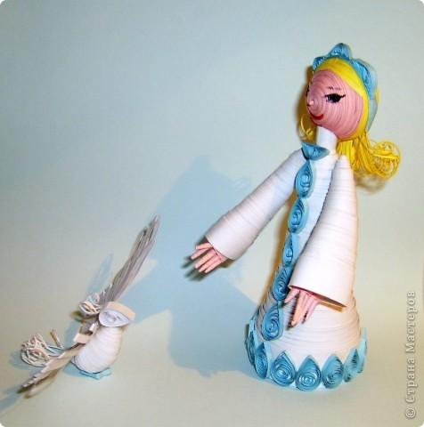 всем знакомый квиллинговый ангел стал снегурочкой. А крылья достались снежной птице фото 1