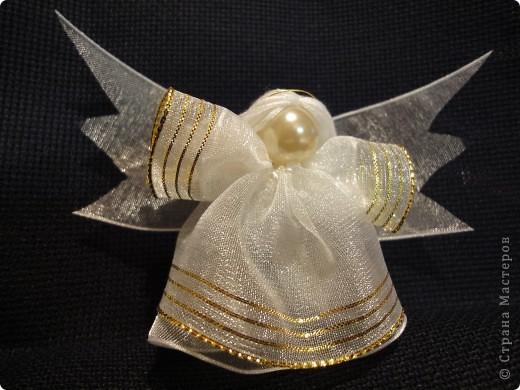 Предполагалось, что этот ангелочек украсит наш Рождественский венок. Когда же я его закончила шить в ночи, то поняла, что он не очень подходит к венку. И он стал самостоятельной единицей.