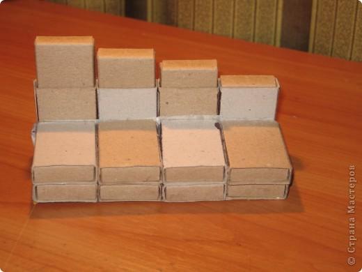 Диван из спичечных коробков и коврик из пружинок фото 2