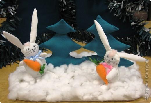Сувенир изготовили два ребёнка 9 и 8 лет, поэтому зайчики получились, по-настоящему, потешными :)