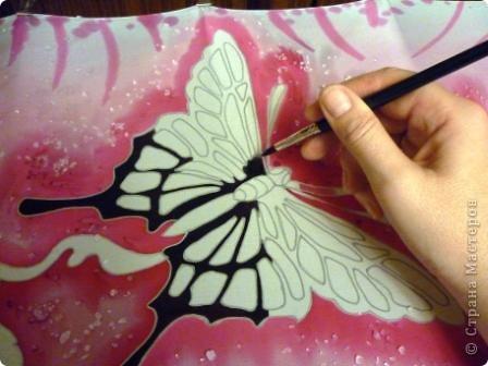 Яркие бабочки и нежные хризантемы на натуральном шёлке.АВТОРСКАЯ РАБОТА.Размер 200/40см.Подшит в ручную . Не линяет и не выгорает фото 6