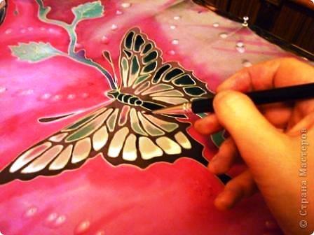 Яркие бабочки и нежные хризантемы на натуральном шёлке.АВТОРСКАЯ РАБОТА.Размер 200/40см.Подшит в ручную . Не линяет и не выгорает фото 7