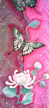 Яркие бабочки и нежные хризантемы на натуральном шёлке.АВТОРСКАЯ РАБОТА.Размер 200/40см.Подшит в ручную . Не линяет и не выгорает фото 9