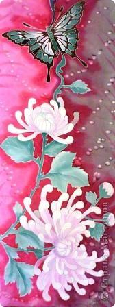 Яркие бабочки и нежные хризантемы на натуральном шёлке.АВТОРСКАЯ РАБОТА.Размер 200/40см.Подшит в ручную . Не линяет и не выгорает фото 10