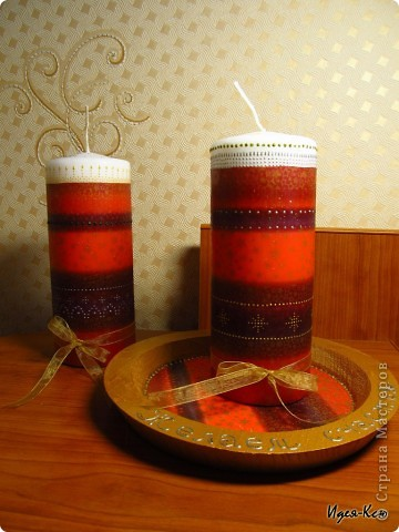 Вот такие свечи на подставке я сделала в подарок радителям друзей. Это мои первые свечи, так что судите не очень строго :) Делала декупаж горячей ложкой и маленько расписала.. фото 1