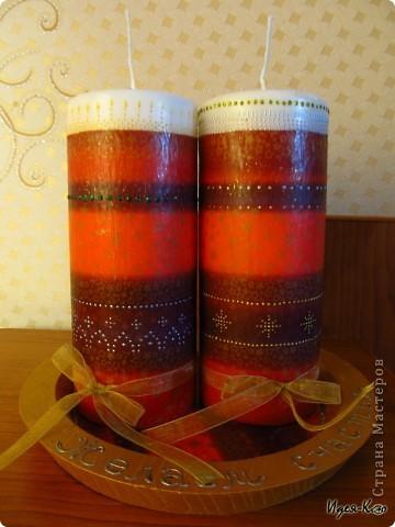 Вот такие свечи на подставке я сделала в подарок радителям друзей. Это мои первые свечи, так что судите не очень строго :) Делала декупаж горячей ложкой и маленько расписала.. фото 3