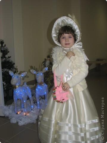 В прошлом году моя дочка решила сделать подарок Деду Морозу на праздник в детский сад. В этом году решила продолжить это начинание. Вот такая елочка. фото 5
