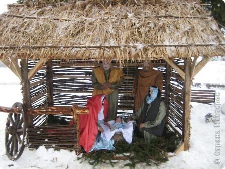 Хочу Вам показать Рождественский вертеп. Долго я его делала. Вчера только установили... Смотрится очень здорово.  фото 1