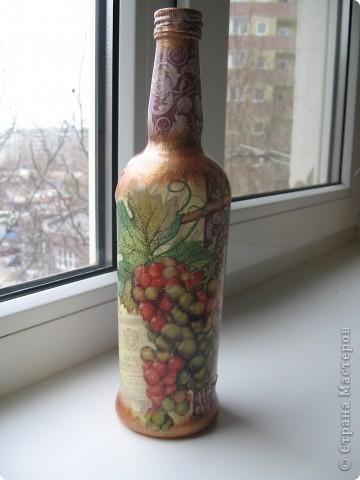 декупаж салфеткой бутылки, тонирование бронзовой акриловой краской, сверху покрытие глянцевым акриловым лаком фото 1