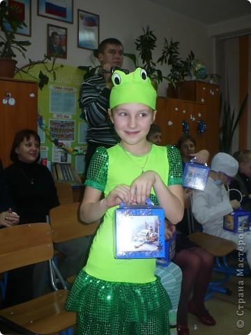 У дочки была роль Лягушки на Новогоднем празднике. Вот такой у меня получился костюмчик!