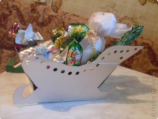 санки изготовлены на конкурс сока КРАСАВЧИК.(поделки из коробок от сока) фото 1